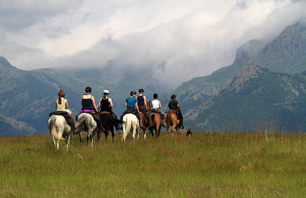horseriding tours in the bulgarian mountains