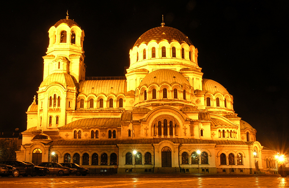 culture and history tours of bulgaria, sofi aby night
